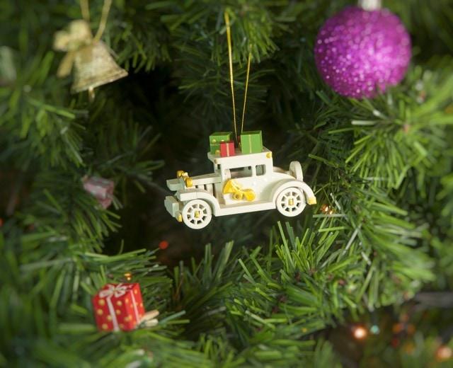 Елочная игрушка, сувенир - Машинка легковая 1013 White winter