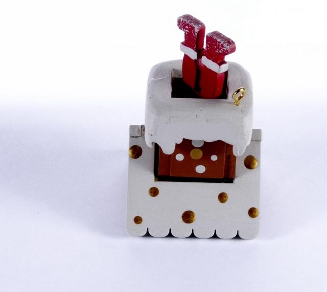Елочная игрушка - Домик с ногами Санта Клауса 1013