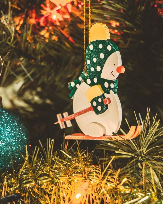 Елочные игрушки: Снеговик в шапочке 6029