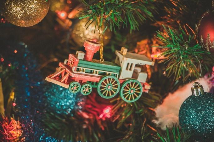 Новогодние елочные игрушки: Ретро паровоз 3020 White cabin