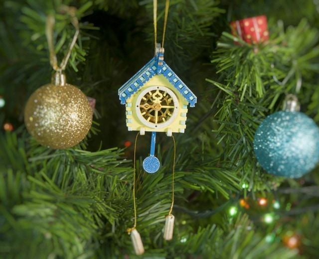 Новогоднее украшение: Часы с маятником 270-1