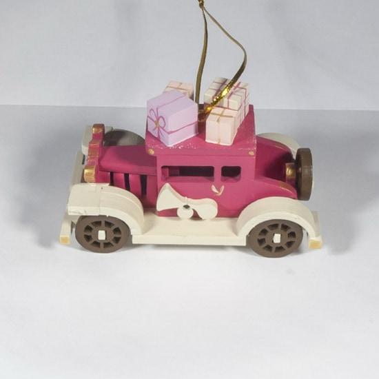 Машинка легковая 4010: Новогоднее украшение интерьера
