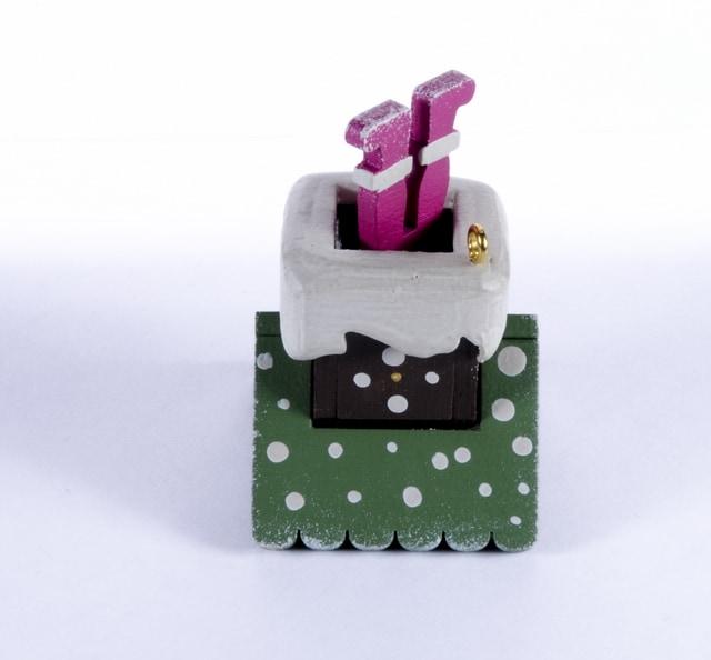 Елочная игрушка - Домик с ногами Санта Клауса 6011