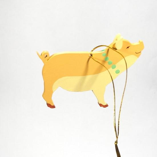 Новогодние украшения: символ 2019 года - Свинка с бусами 370-1