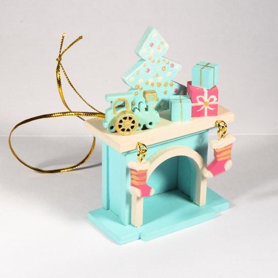 Красивая елочная игрушка - Камин 56GG64-25804 P Tree