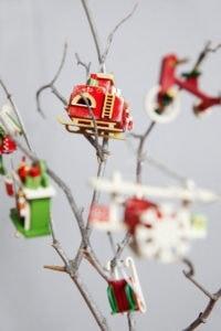 Новогодние украшения из дерева: русская печь, камин, саночки
