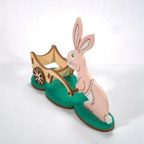 Пасхальный кролик с тележкой 490-1
